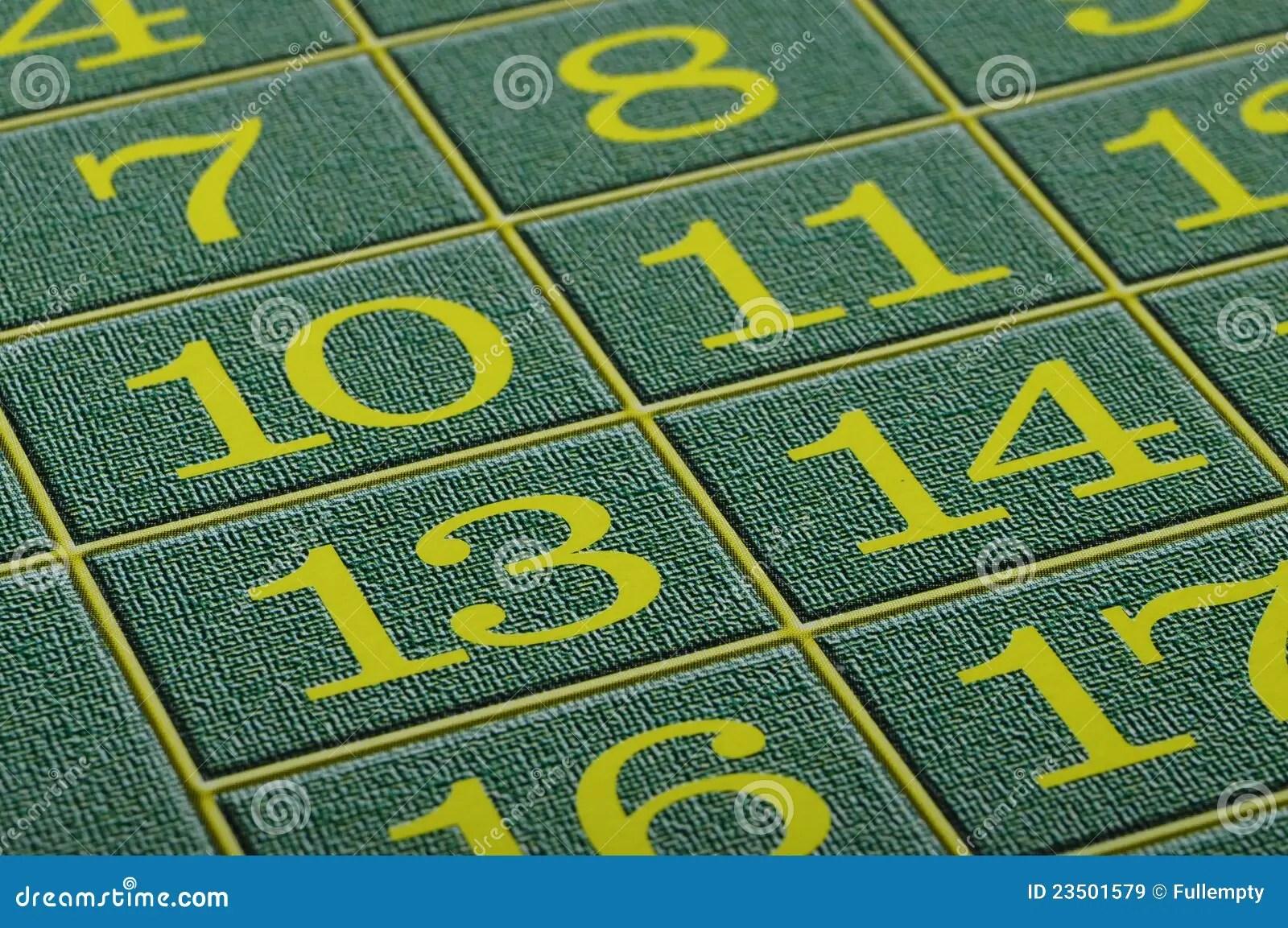 vue proche de tapis vert de roulette de casino image stock image du roulette argent 23501579
