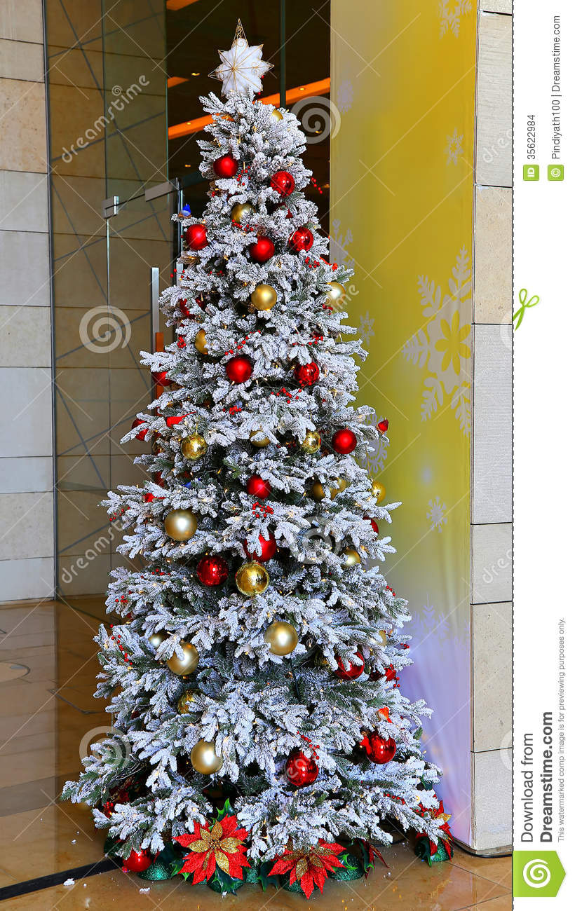 how to decorate a christmas tree with fake snow. Black Bedroom Furniture Sets. Home Design Ideas