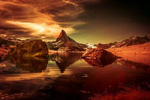 Matterhorn met zijn weerspiegeling in de Stellisee.