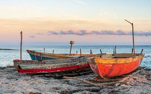 Bootjes op strand