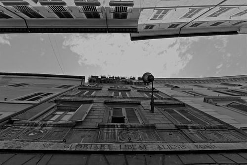 Dolce Vita series: When in Rome.... look up!