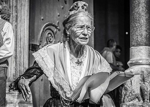 Straatportret vrouw in Arles