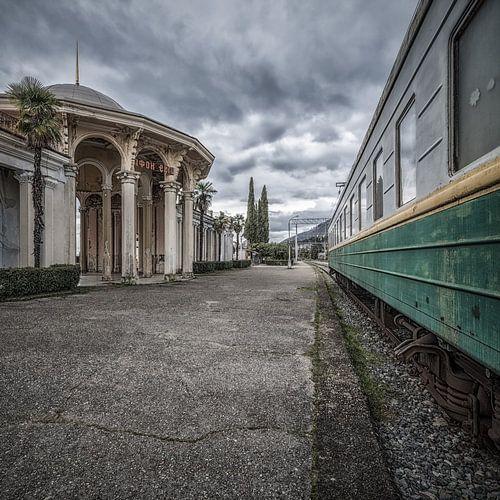 Op een verlaten treinstation