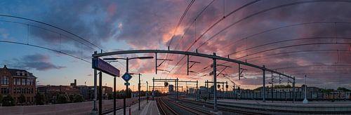 Zonsondergang bij NS Station Vaartsche Rijn in Utrecht