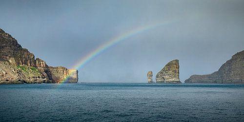 De regenboog bij Drangarnir