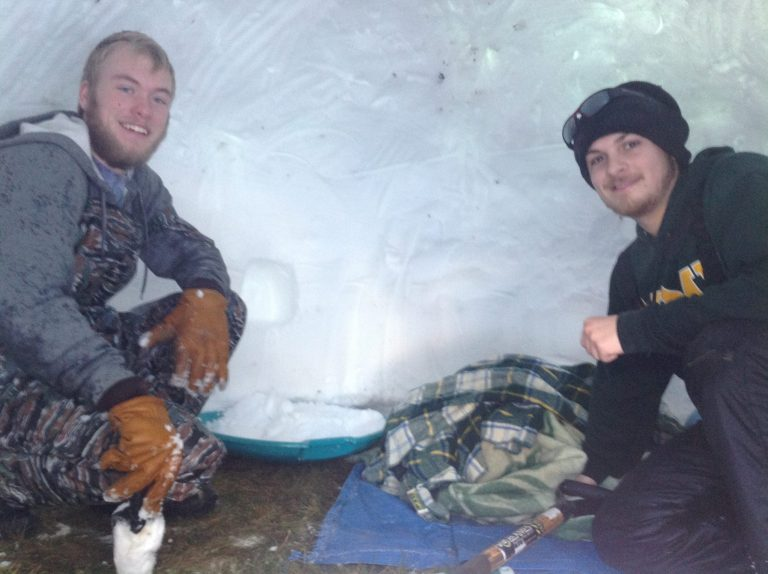 Winter Survival - Winter Camping - Quinzhee