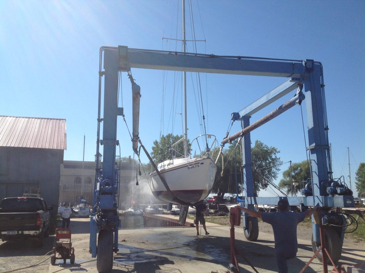 Lowering the Mast of a Catalina 27