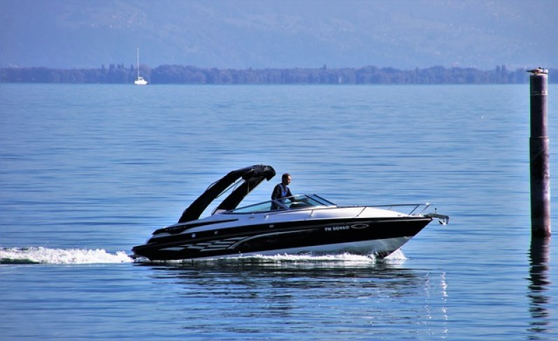 Speed Boat on the Bay