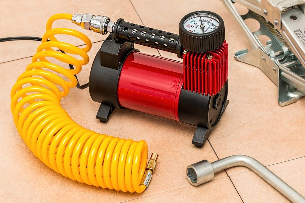 Emergency Car Kit - Pump and Jack