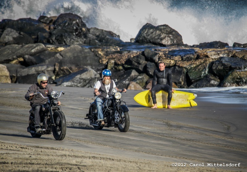 Mel Stults (r) takes the lead on his 1939 Indian Chief, passing Josh Kahn on his 1945 Harley-Davidson