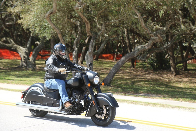 2016 Indian Chief Dark Horse: Black beauty