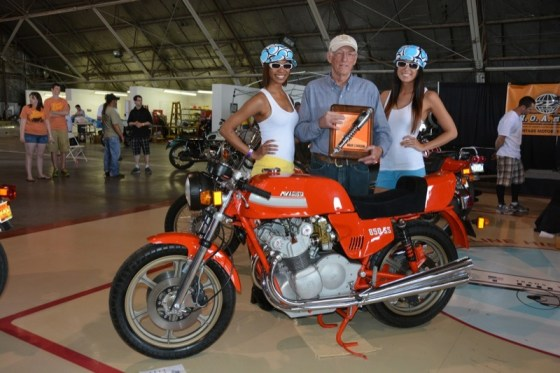 Dale Keesecker won Best in Show with his immaculate 1977 MV Agusta 850 SS. Umbrella Girls Leah Ricketts and Stephanie Hille presented the award to him