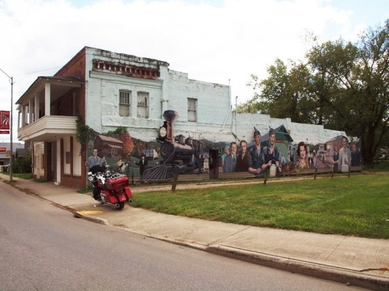 This building's mural depicts the early days and coal mining history of Glouster, Ohio