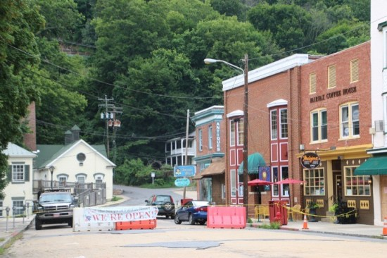 In the heart of downtown Berkeley Springs is The Country Inn of Berkeley Springs, adjacent to Berkeley Springs State Park and the shops of Fairfax Street