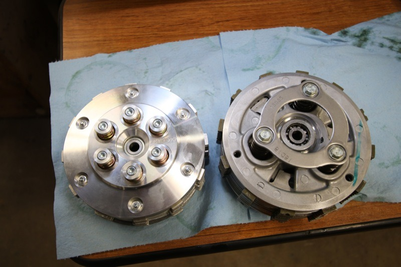 Visual differences between the Bandit Sportsman Superclutch (l.) and the stock assist-and-slip clutch (r.) are immediately apparent