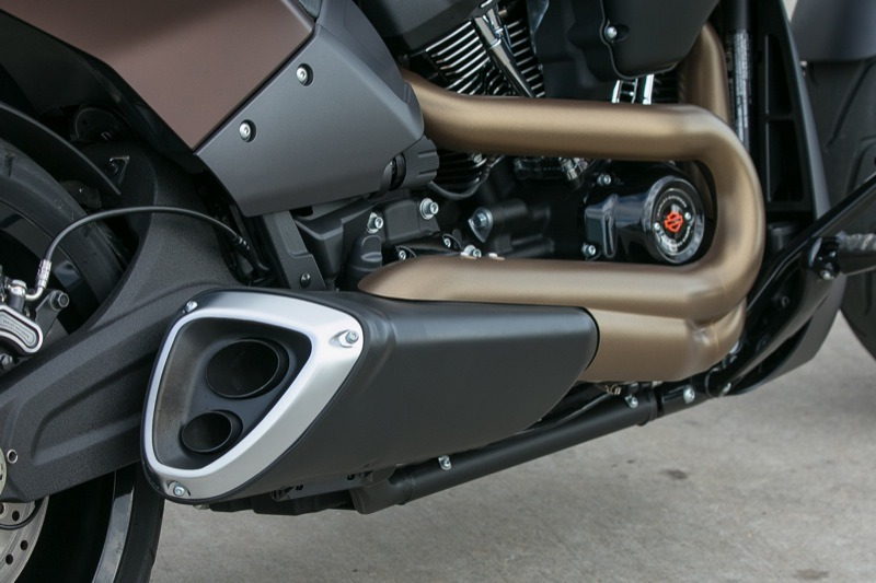 Although the exotic 2-into-1 exhaust system on the 2019 FXDR looks like a product from Germany, it is all American engineered