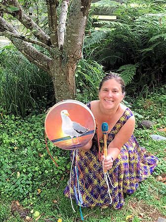 a customer with a Hummingbird-type drum