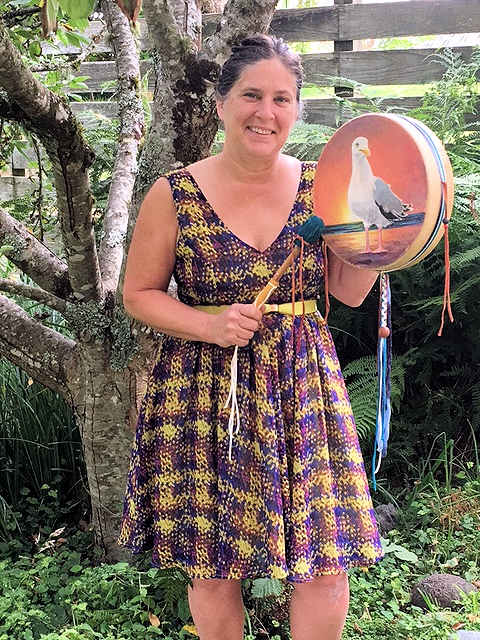 a thunder valley drums customer with her hummingbird-type drum