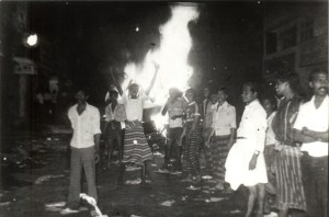 20--1983 Borella rioters - burning++