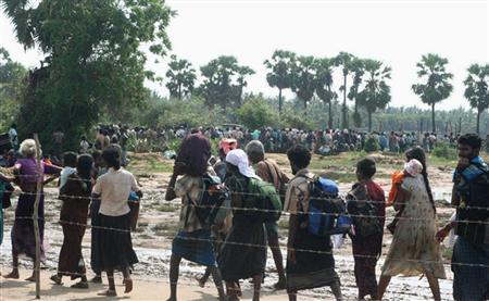 Thousands of people fleeing an area held controlled by the Tamil Tiger separatists in northeastern Sri Lanka