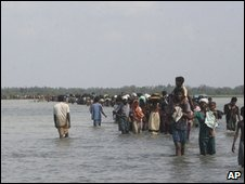 Tamil refugee stream April 09-- AP 22
