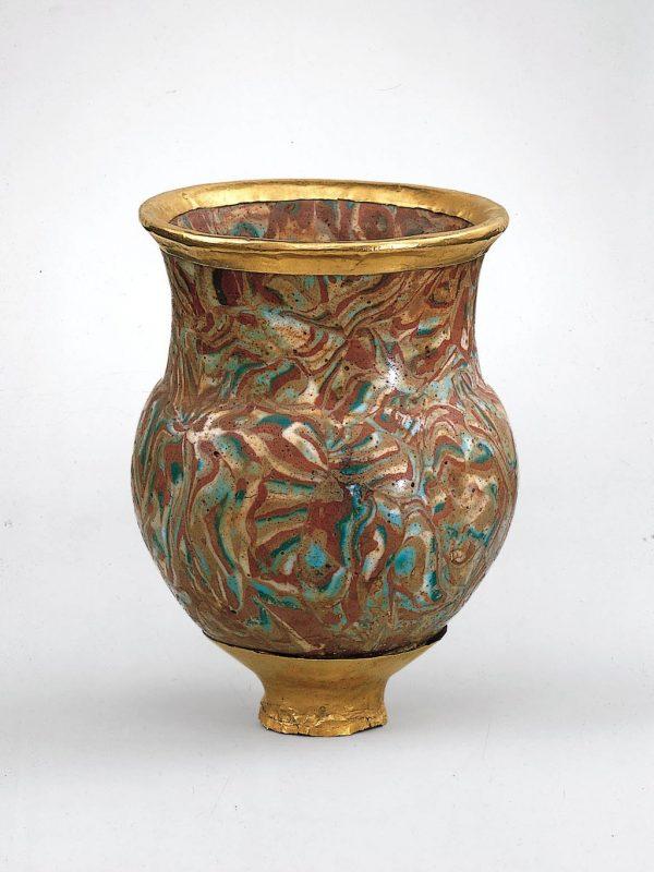 Copa para beber de estilo Mitani hallada en las tumbas de las esposas asiáticas de Tutmosis III, Museo Metropolitano de Arte de Nueva York