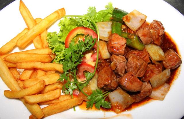 Bò lúc lắc khoai tây nhà hàng thủy tạ Đầm Sen
