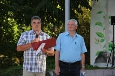Der stellvertretende Bürgermeister dankt den Helfern