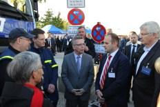 Der Bundesinnenminister im Gespräch mit dem Geschäftsführer der Firma Rosenbauer