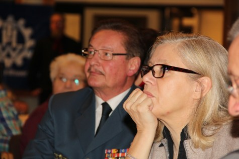 Bezirksstadträtin Christa Markl-Vieto und Landesbeauftragter Manfred Metzger während der Rede der Ortsbeauftragten.