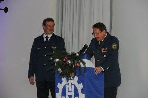 Dirk Plantikow erhält das THW-Ehrenzeichen in Bronze. Bild:THW/Paul Jerchel
