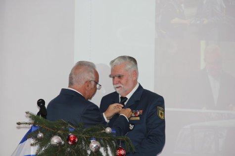 Ulrich Vogel - Träger der Ehrennadel der THW-Bundesvereinigung in Silber. Bild:THW/Paul Jerchel