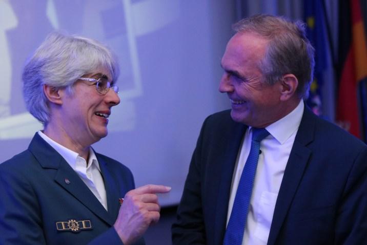 Hedwig Karkut im Gespräch mit Hartmut Ebbing MdB