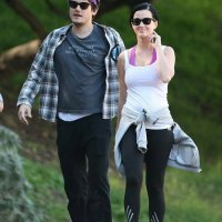Fotos: Katy Perry e John Mayer fazem caminhada com Allison Williams