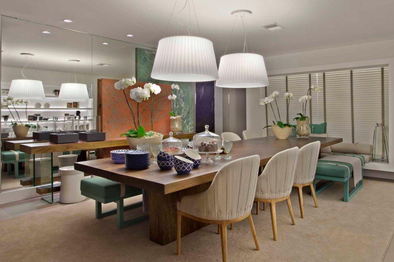 Sala de Jantar com cadeiras e bancos