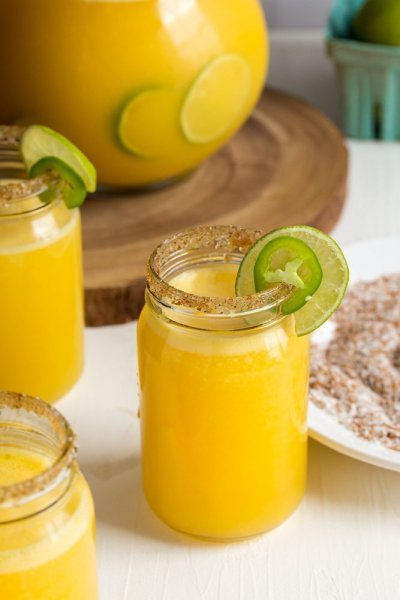 When the sun is shining, the weekend is near and you want to be the life of the party. Make a refreshing batch of light, flavorfulSparklingMango Jalapeno Margarita Punch full of sweet heat!