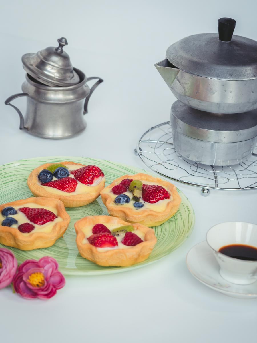food photography at time of coronavirus: fruit tarts