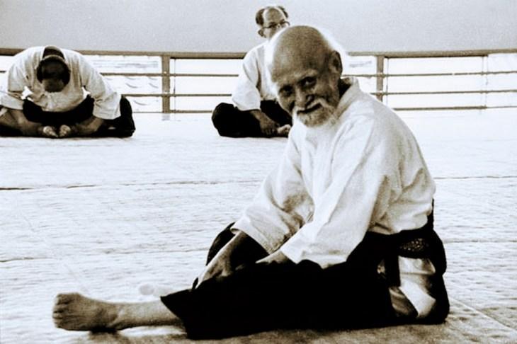 O Senseï Moriheï Ueshiba, le fondateur de l'aïkido. avait intégré les exercices de makko ho dans ses échauffements