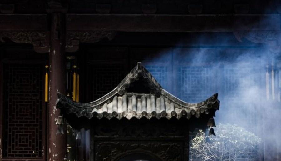 Photographie d'un brûleur d'encens du temple Guoqing