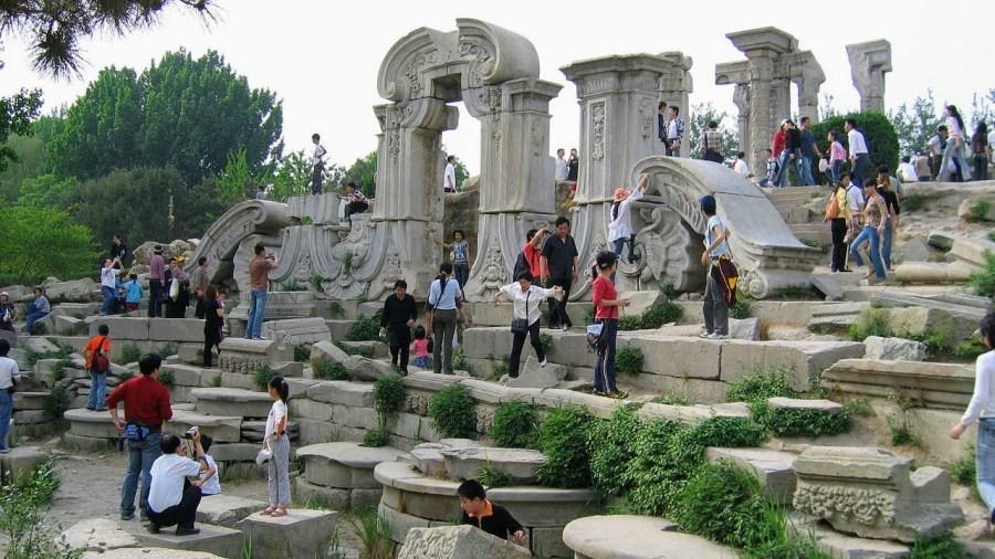 Une des ruines emblématiques du Yuánmíng Yuán, en mai 2006