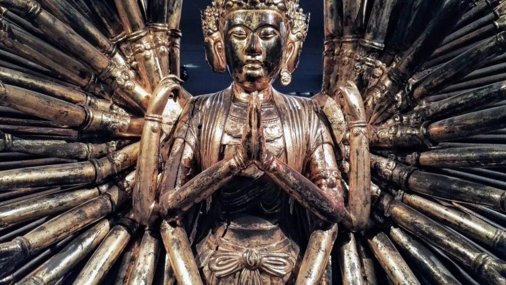 Avalokiteshvara à mille bras , Vietnam 18e sciècle, photographie de Dominique Clergue au musée Guimet
