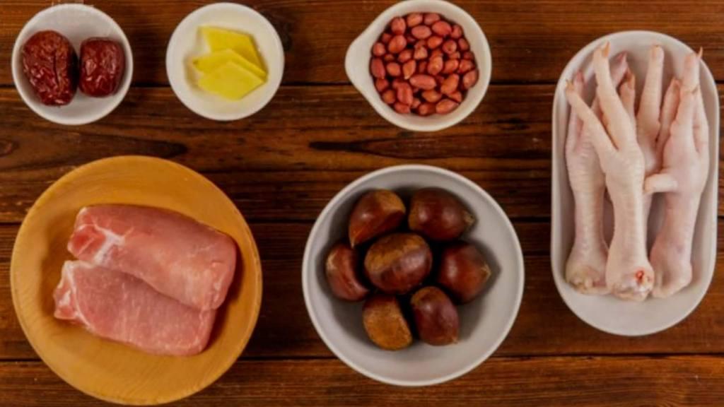 Soupe de pattes de poulet à la viande maigre et aux marrons, ingrédients