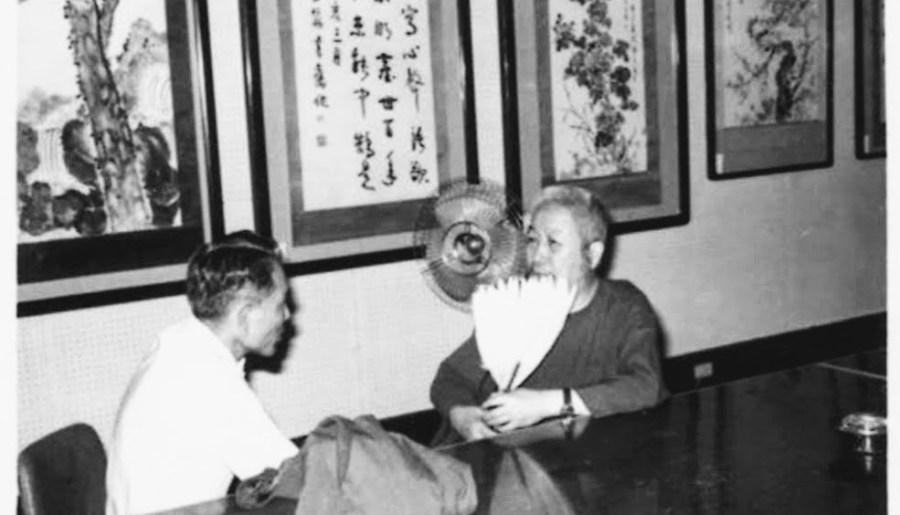 Maître Tao Bingxiang à gauche et maître Zheng Manqing à droite