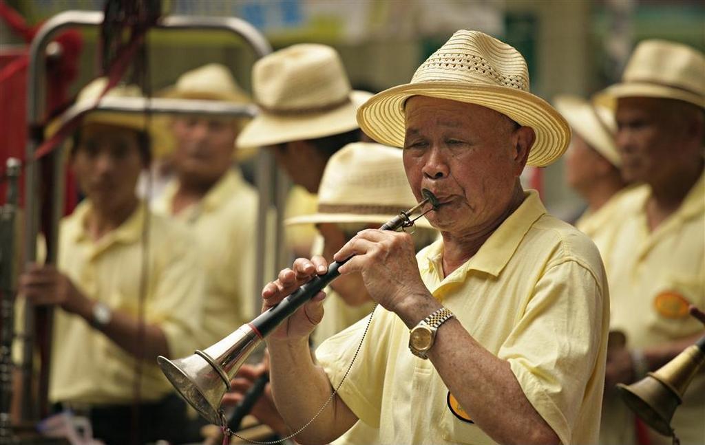 Le 嗩吶 suǒnà est un instrument de musique chinois, une corne à double anche.