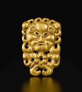 Plaque dorée `en forme de masque, dynastie des Han de l'Est