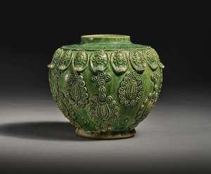 Poterie moulée à glaçure verte, dynastie Tang-Liao