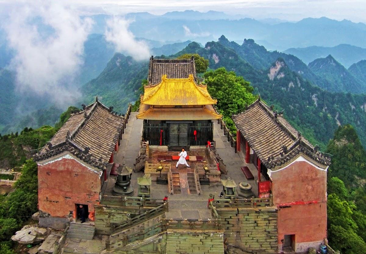 Sommet d'or de la montagne Wudang