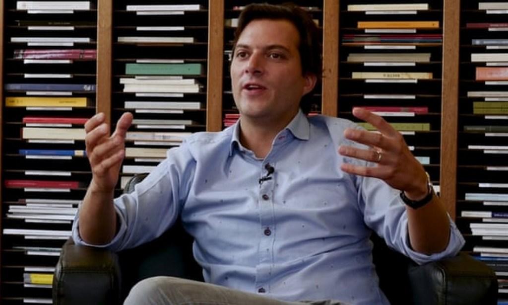Portrait de Manos Tsakiris