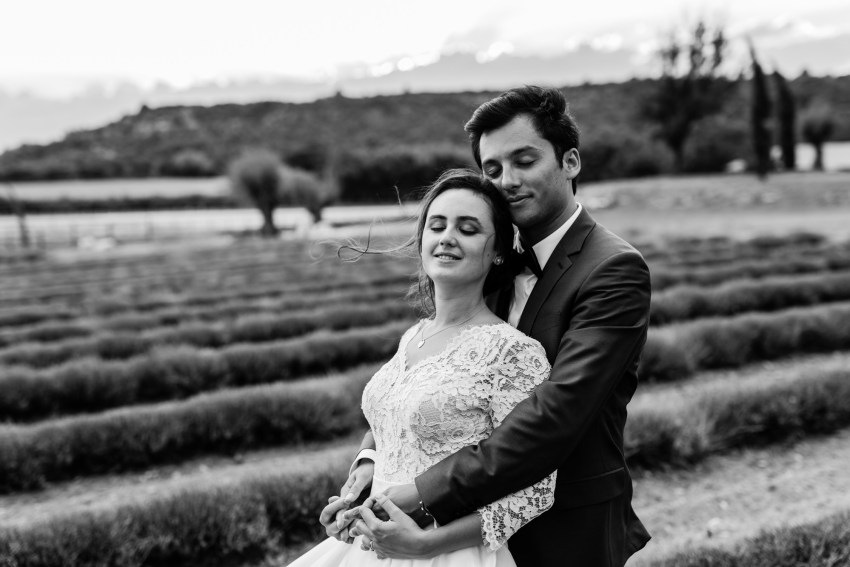 Un couple le jour de leur mariage aux domaines de patras