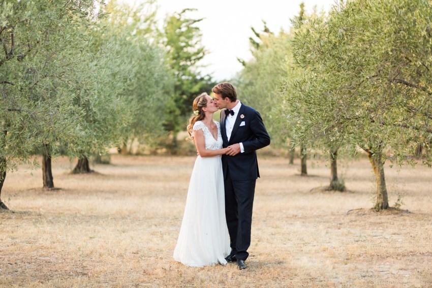 Un mariage à Saint Rémy de Provencen au coeur d'un champs d'oliviers